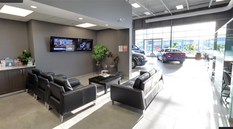 Mercedes-Benz Customer Lounge Digital Signage